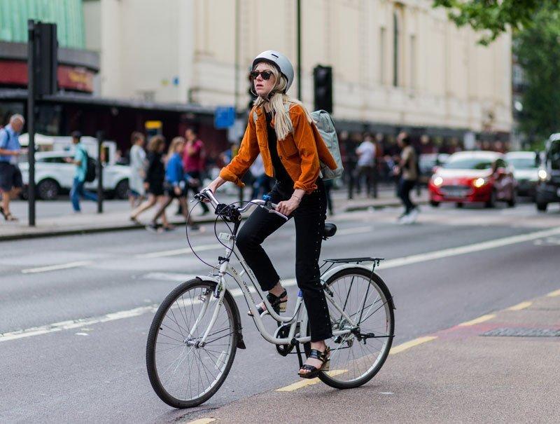 La bicicleta y la mujer