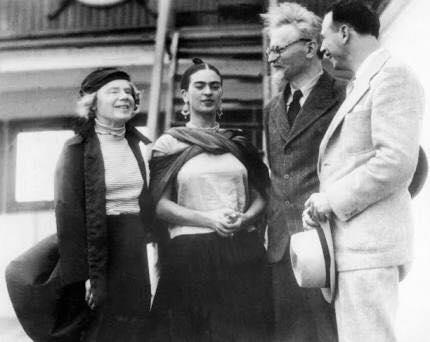 León con Frida Kahlo